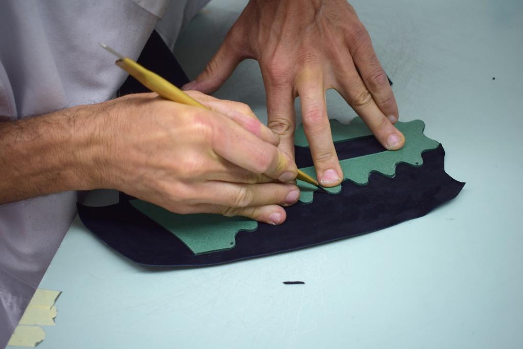 hand-cut leather - Artisan Handicraft in venice