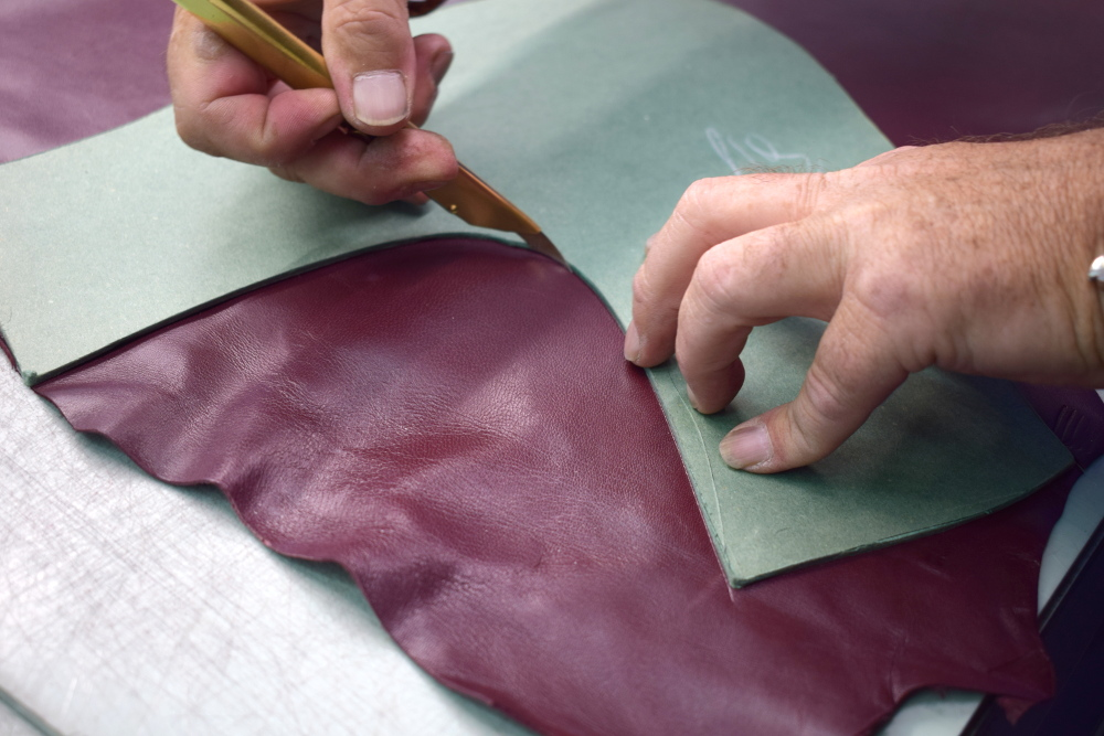 hand-cut leather - Artisan Handicraft in riviera del brenta